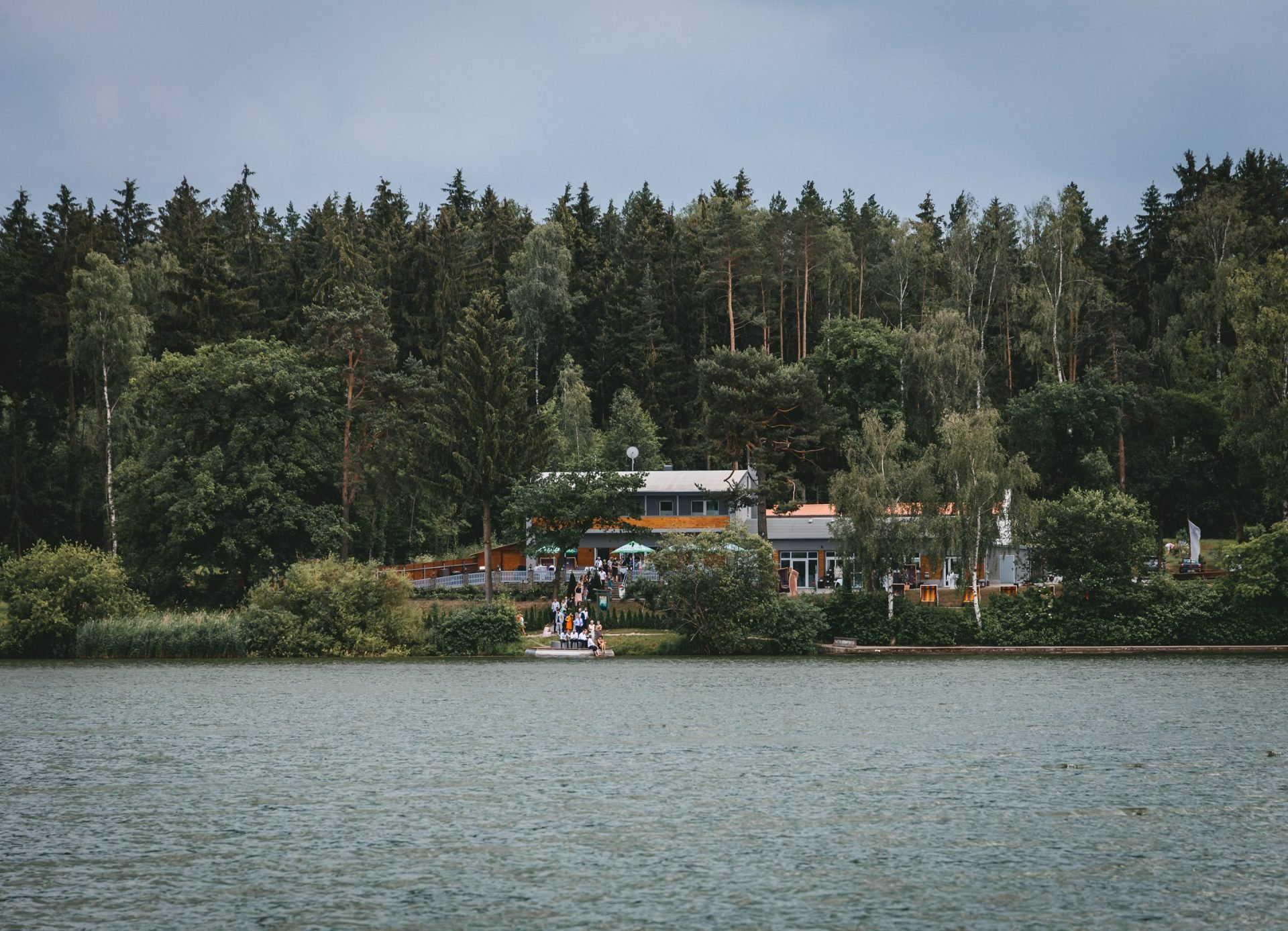 50mmfreunde Kranichfeld Hans am See Hohenfelden Hochzeit 1226 1920x1387 - Freie Trauung unter Freunden