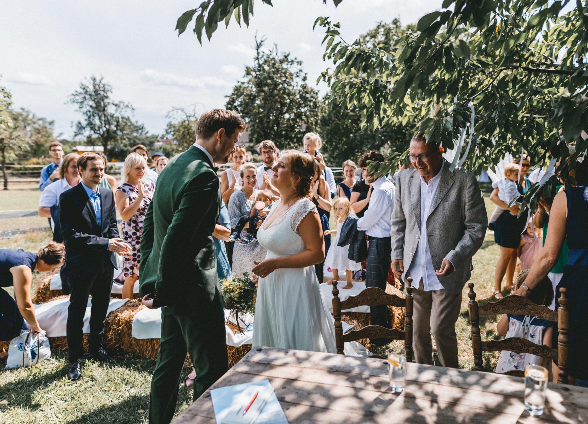 50mmfreunde Berlin Hochzeit 035 1920x1387 - Sommerhochzeit in dem Vierseithofcafé im Berliner Umland