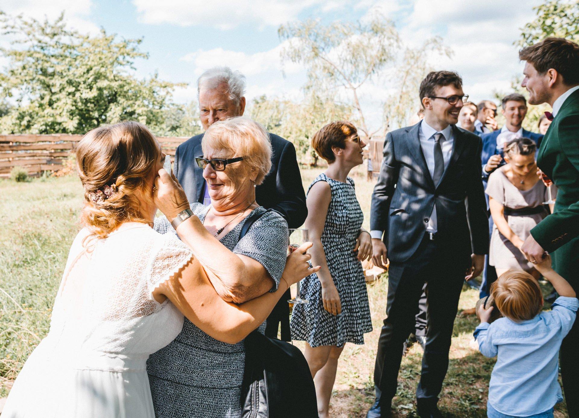 50mmfreunde Berlin Hochzeit 049 1920x1387 - Sommerhochzeit in dem Vierseithofcafé im Berliner Umland