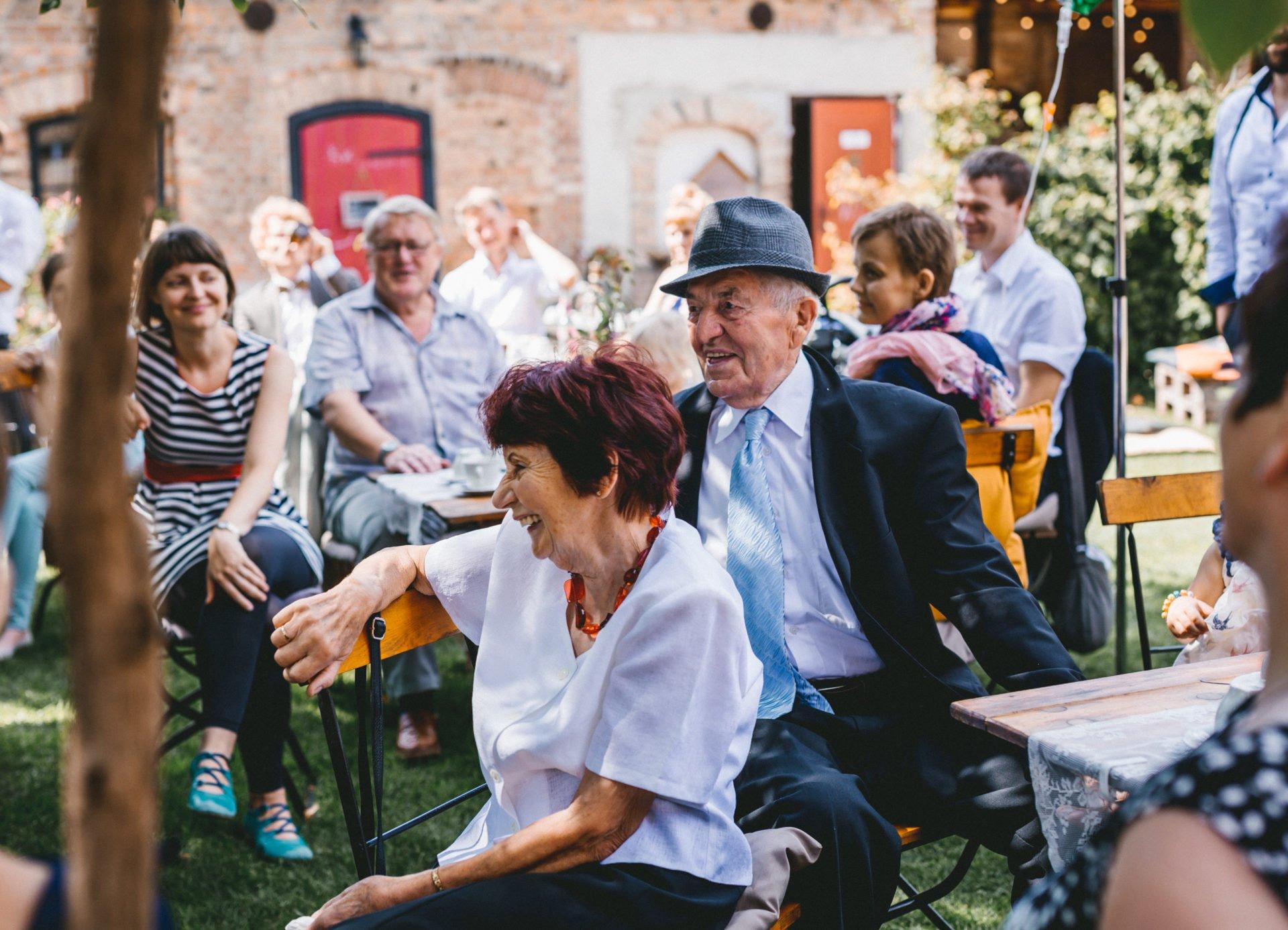 50mmfreunde Berlin Hochzeit 056 1920x1387 - Sommerhochzeit in dem Vierseithofcafé im Berliner Umland