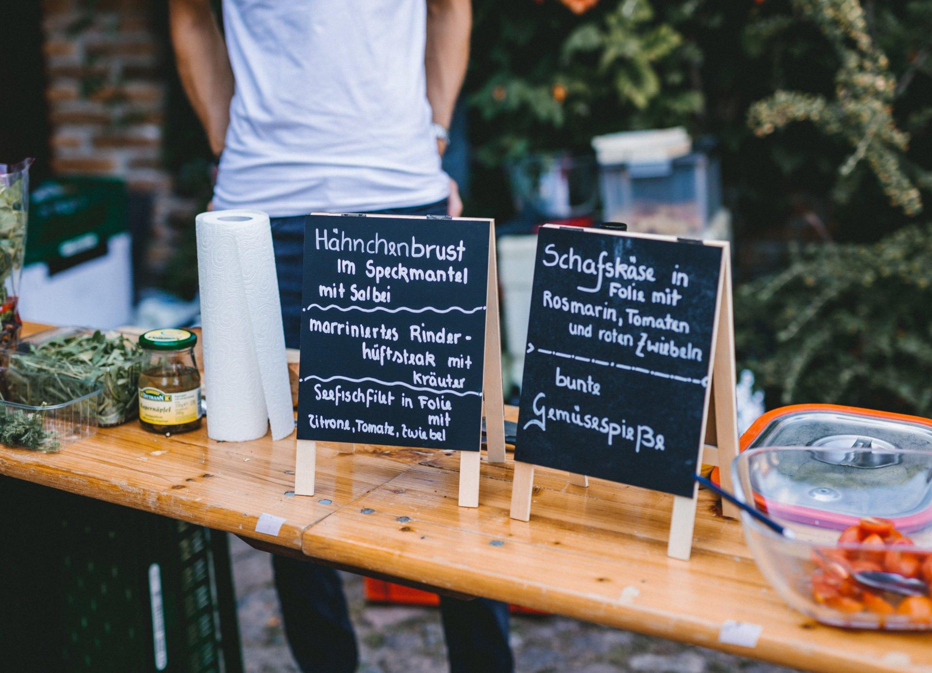 50mmfreunde Berlin Hochzeit 078 1920x1387 - Sommerhochzeit in dem Vierseithofcafé im Berliner Umland