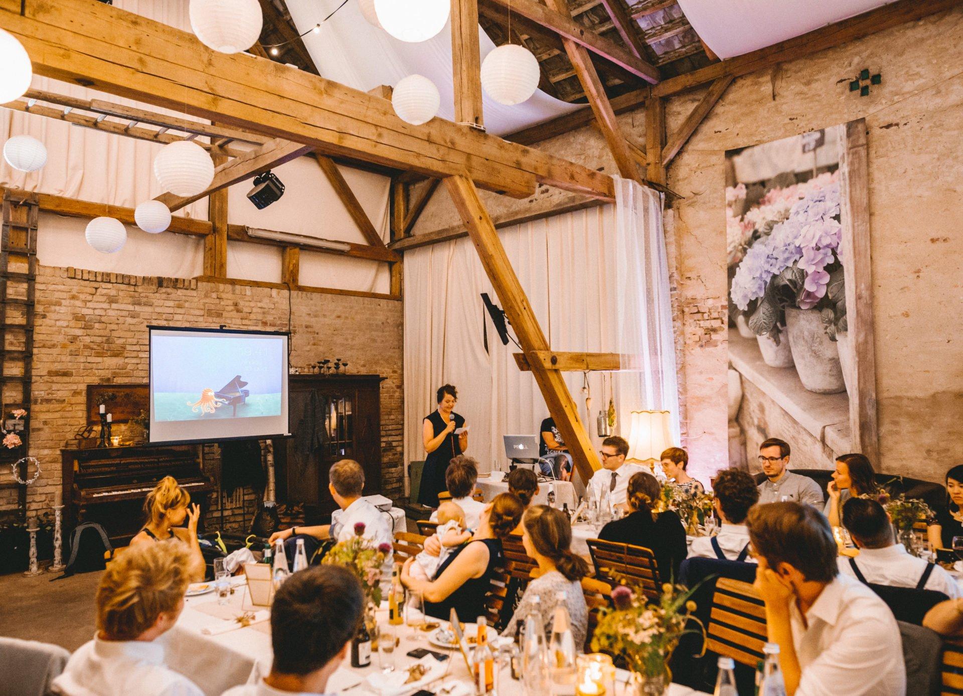 50mmfreunde Berlin Hochzeit 080 1920x1387 - Sommerhochzeit in dem Vierseithofcafé im Berliner Umland
