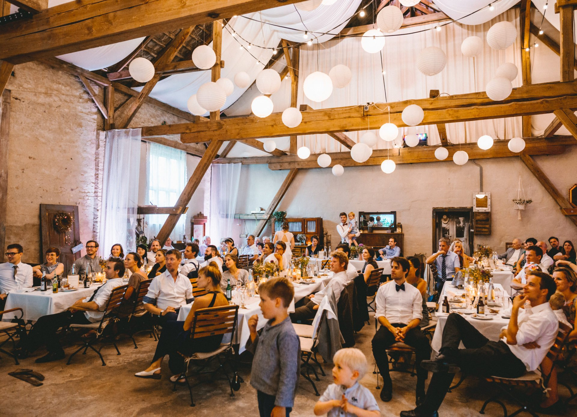 50mmfreunde Berlin Hochzeit 082 1920x1387 - Sommerhochzeit in dem Vierseithofcafé im Berliner Umland