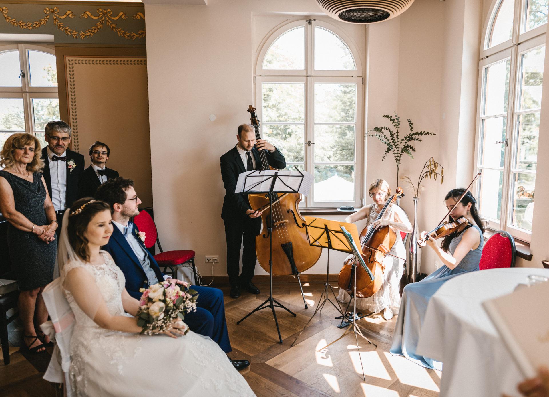 Hochzeitsreportage, Portfolio | Freie Trauung im Herrenhaus Möckern in Leipzig | 12